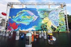 Graffiti an den hellen Leuten des Festivals stockbilder
