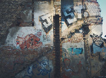 Graffiti an der alten Hausmauer lizenzfreies stockfoto