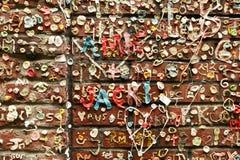 Graffiti di gomma da masticare sulla parete Fotografie Stock Libere da Diritti