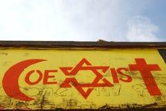 Graffiti di tema di tolleranza religiosa Fotografia Stock Libera da Diritti