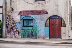 Graffiti in einem Haus Stockbild