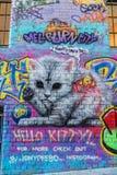 Graffiti einer Katze und des Tweety-Vogels Stockfotos