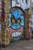 Graffiti eines verärgerten Affen Stockfoto