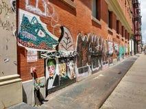 Graffiti en Straatkunst in SoHo, de Stad van New York, NY, de V.S. Stock Afbeeldingen