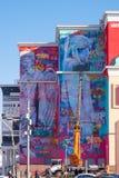 Graffiti enormi sulla costruzione immagini stock