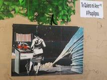 Graffiti et autocollants sur le mur extérieur Photos stock