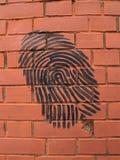Graffiti-Fingerabdruck auf einer Backsteinmauer Lizenzfreie Stockfotografie