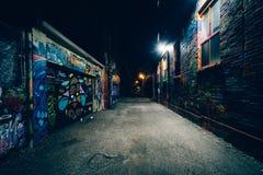 Graffiti-Gasse nachts, im Mode-Bezirk von Toronto, Ontario stockfotos