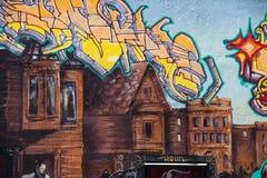 Graffiti gefangen genommen auf einer San Francisco-Wand Stockfoto