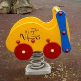 Graffiti gialli variopinti dell'automobile del giocattolo del parco della foto urbani Fotografia Stock Libera da Diritti