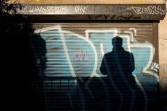 Graffiti i cień mężczyzna zdjęcia stock