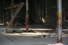 Graffiti i gruzy w zaniechanym budynku Zdjęcie Royalty Free