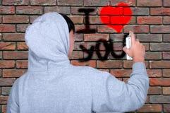 Graffiti młodzi ludzie na używać kiści farbę Zdjęcia Stock