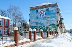 Graffiti mit Bild der Landschaft auf Wand des Hauses auf Kirow-Straße, Gomel, Weißrussland Stockbild