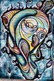 Graffiti, mur coloré sur un vieux bâtiment, une partie de la ville, où les artistes ont décoré les vieux bâtiments et murs d'usin Image libre de droits