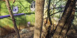 Graffiti na garażach fotografia stock