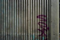 Graffiti na panwiowej klingeryt ścianie obraz stock