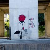 Graffiti om te zeggen dat de oorlog niet over in Bosnië is Stock Afbeeldingen