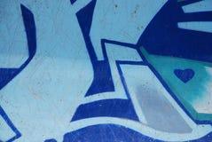 Graffiti op blauwe de krasachtergrond van de skateparkmuur Royalty-vrije Stock Afbeeldingen