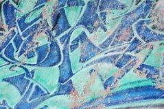 Graffiti op blauwe de krasachtergrond van de skateparkmuur Royalty-vrije Stock Foto