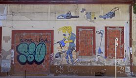 Graffiti op de muur van het inbouwen van Novi Sad, Servië Royalty-vrije Stock Afbeeldingen