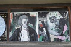Graffiti op een closedupwinkel in de verlaging het winkelen arcadest George `` Gang in Croydon Royalty-vrije Stock Foto