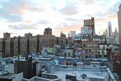 Graffiti op flatgebouwen in New York Stock Afbeelding