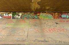 Graffiti op muur onder brug in Poznan, Polen Royalty-vrije Stock Afbeeldingen