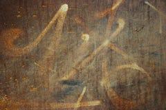 Graffiti op roestig metaal royalty-vrije stock afbeeldingen