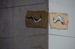 Graffiti piacevoli su una via nella città di Barcellona immagine stock