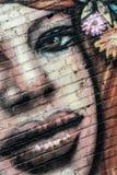 Graffiti portret dziewczyna na ścianie zdjęcie royalty free