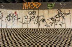 Graffiti sous un pont concret Photos libres de droits