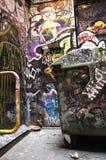 Graffiti-Straßen-Kunst und Abfall Stockfotos