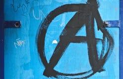 Graffiti su una parete blu Immagine Stock Libera da Diritti