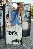 Graffiti sull'annata edificio di Amburgo della via della ruggine delle pareti fotografia stock libera da diritti