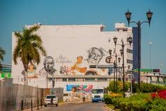 Graffiti sulla parete di una costruzione nella città Campeche, ritratti del disegno della gente San Francisco de Campeche, Messic immagini stock