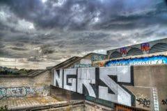 Graffiti sur l'hôtel de ville abandonné construisant Tallinn, Estonie Photographie stock
