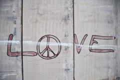 Graffiti sur la barrière israélienne de séparation Image stock