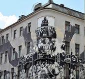Graffiti sur le bâtiment faisant le coin à Poznan en Pologne Images libres de droits
