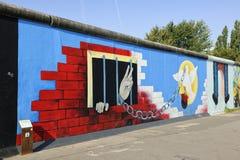 Graffiti sur le mur de Berlin À la rampe de côté est Image libre de droits