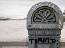Graffiti sur le pont à chaînes et le x28 ; Szechenyi& x29 ; à Budapest photos stock
