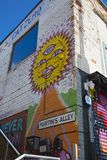 Graffiti sur Martin Street outre de marché de fruit de rue de Humber, Kingst photos libres de droits