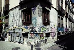 Graffiti sur un coin de construction photographie stock libre de droits