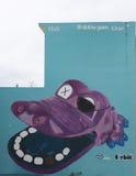 Graffiti szeroko otwarty purpurowy krokodyla usta Fotografia Royalty Free