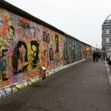 Graffiti sztuka przy Berlińską ścianą Obrazy Stock