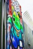 Graffiti sztuki projekt na metalu ogrodzeniu ilustracji