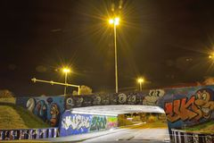 Graffiti teilen genannt den Bärkäfig in Zonen auf Lizenzfreie Stockfotos