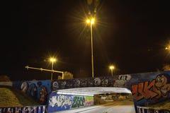 Graffiti teilen genannt den Bärkäfig in Zonen auf Stockbild