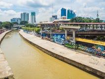Graffiti urbani lungo il fiume di Klang, Malesia Immagini Stock