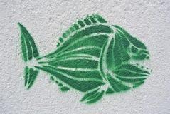 Graffiti verdi del piranha su una parete Fotografie Stock Libere da Diritti